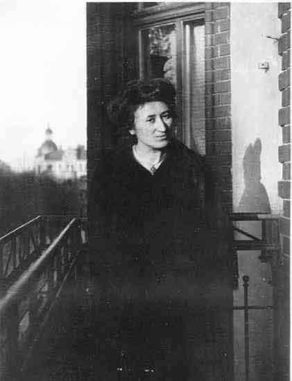 Rosa Luxembourg en 1910